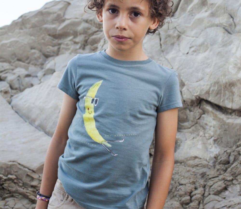 T-Shirt Socrate, Banane mit Sonnenbrille, salbeigrün
